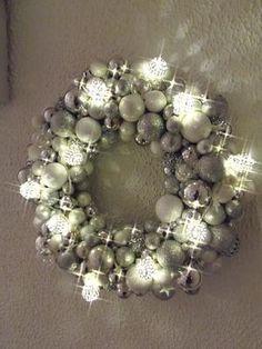 Bekijk de foto van huijnen met als titel kerstkrans met lichtjes en andere inspirerende plaatjes op Welke.nl.