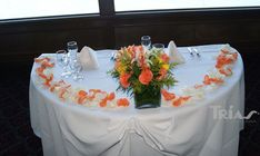 0009 #sweethearttable #triasflowers #weddings #events #flowers #elegant #miami www.triasevents.com
