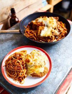 Milánói sertésborda rengeteg sajttal összesütve   Street Kitchen Ravioli, Macaroni And Cheese, Bacon, Recipies, Food Porn, Food And Drink, Beef, Ethnic Recipes, Kitchen