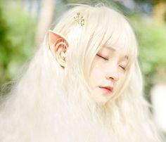 """Se você está procurando por uma forma indolor e não invasiva deter orelhas pontudas como as de um elfo ou de uma fada, você provavelmente vai adorar estes fones de ouvido """"legais"""". Os fones Spirit E666 são o acessório perfeito para osamantes de música que também amam os elfos e as fadas. Embora fones de ouvido geralmente sejam usados por pessoas que não querem aparecer muito, este par em particular irá atrair a atenção de todos, devido ao seu formato anormal. Estas 'coisas' vão no seu…"""