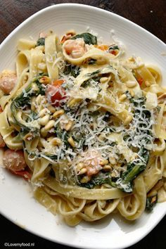 Food and Drink: Tagliatelle met Boursin en spinazie - Lovemyfood. I Love Food, Good Food, Pasta Recipes, Dinner Recipes, Vegetarian Recipes, Healthy Recipes, Happy Foods, Snack, Bruschetta