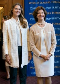 Queen Silvia of Sweden, right, standing with her daughter Princess Madeleine, arrives at a news conference at Columbia University, 26.09.2014, in New York.