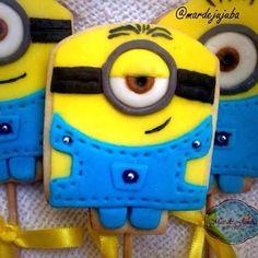 Para alegrar o dia: Minions no palito! 🍭Divertidos e deliciosos!! ✔️Encomende por Whats, Face,  Direct ou no e-mail mardejujuba@hotmail.com #Minions #minionsnopalito #biscoito #biscoitodeminion #biscoitomonion #biscoitosnopalito #lembrancinha #lembrancinhas #festainfantil #festa #cookies #minioscookies #instagood #instafood #picoftheday #mardejujuba #nofilter