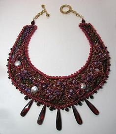 DIY Necklace : DIY A bead embroidered necklace Diy Jewelry Necklace, Jewelry Crafts, Beaded Jewelry, Beaded Necklaces, Beading Tutorials, Beading Techniques, Beading Projects, Beading Patterns, Fabric Beads
