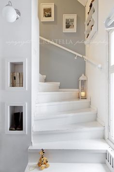 In Lilla Kamomillas Villa is part of Cottage stairs - Cottage Stairs, House Stairs, Interior Design Living Room, Living Room Designs, White Stairs, Painted Stairs, Staircase Design, Shabby, New Homes