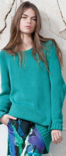 Maglia azzurra e pantaloni colorati  Collezione donna Dondup primavera estate 2013