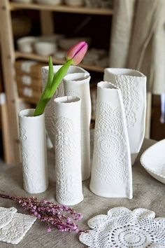 Lace imprinted air dry clay vases are a gorgeous DIY home decor idea! They also… - Clay ideas Cute Polymer Clay, Polymer Clay Crafts, Diy Clay, Air Dry Clay Crafts, Felt Crafts, Beginner Pottery, Clay Vase, Slab Pottery, Pottery Barn
