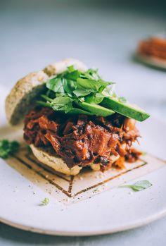 Vegan Jackfruit Mushroom Barbecue — Will Frolic for Food Vegetarian Grilling, Healthy Grilling Recipes, Barbecue Recipes, Vegetarian Recipes Dinner, Vegetarian Food, Healthy Food, Vegan Recipes, Dinner Recipes, Vegan Barbecue