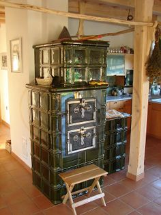 ... Vintage Stoves, Antique Stove, Rocket Stoves, Stone Cottages, Stove Fireplace, Chalets, Fireplaces, Grilling, Home And Garden