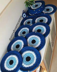 Sousplat griechisches Auge häkeln gestricktes Garn – Entre Fios e Encantos – Meus Trabalhos - Malvorlagen Mandala Motif Mandala Crochet, Crochet Motifs, Crochet Doilies, Crochet Patterns, Crochet Eyes, Love Crochet, Knit Crochet, Knitting Projects, Crochet Projects
