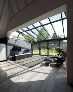 Conservatory extension and roof Modern extension with wooden floor. , : Conservatory extension and roof Modern extension with wooden floor. Extension Veranda, Conservatory Extension, House Extension Design, Glass Extension, Patio Interior, Interior And Exterior, Modern Conservatory, Glass Room, House Extensions