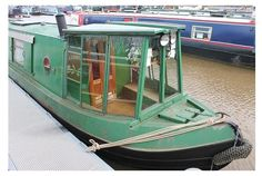Look Alli Nicole, a sun porch on a narrowboat! Glass cratch cover on a narrowboat - much prettier than a canvas one and makes a lovely conservatory - but in danger of getting broken in tight spaces! Barge Boat, Canal Barge, Canal Boat Interior, Yachting Club, Barge Interior, Interior Ideas, Narrowboat Interiors, Shanty Boat, Dutch Barge