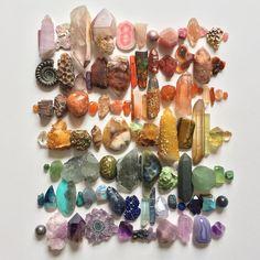 Abigail Kramer ( knows how to make a rainbow rock. Crystals Minerals, Rocks And Minerals, Crystals And Gemstones, Stones And Crystals, Crystal Magic, Crystal Grid, Crystal Healing, Crystal Aesthetic, Rainbow Rocks
