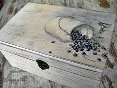 Caja de madera decapada y con decoupage