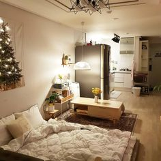 6 Creative Tips on How to Make a Small Bedroom Look Larger Room Interior, Interior Design Living Room, Deco Studio, Studio Apartment Decorating, Small Room Design, Apartment Layout, Cozy Room, Aesthetic Rooms, Dream Rooms