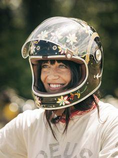 Jennifer McClain in her Bell Bullitt retro full face helmet at DirtQuake USA- photo by Dustin Aksland. [ more photos of Jennifer]