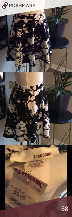 Black and White Floral Skater Skirt Size L Originally purchased from TJ Maxx. Adorable summery skirt. Size L. Sans Souci Skirts Mini