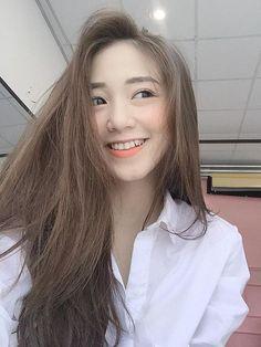 Kết quả hình ảnh cho Nâu tây Cute Asian Girls, Hot Girls, Beautiful Boys, Pretty Girls, Asian Beauty, My Hair, Bangs, Curly Hair Styles, Cool Hairstyles