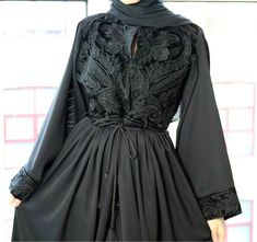 Hijab Fashion 2016, Modesty Fashion, Abaya Fashion, Muslim Fashion, Fashion 2020, Fashion Dresses, Iranian Women Fashion, Black Women Fashion, Hijab Evening Dress