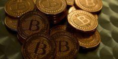 Elue «prochaine révolution internet» par des spécialistes, la technologie qui fait tourner la monnaie virtuelle bitcoin séduit les investisseurs.