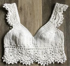 Free Crop Top Crochet Patterns - Snowflake Crochet Must Try Free Crop Top Crochet Patterns for Beginner Crocheters. Patterns will include step by step instructions and photos. Patterns are from all your favorite crochet crop top designers. Top Tejidos A Crochet, T-shirt Au Crochet, Mode Crochet, Crochet Shirt, Crochet Halter Tops, Crochet Summer Tops, Crochet Bikini Top, Knitted Swimsuit, Bralette Pattern