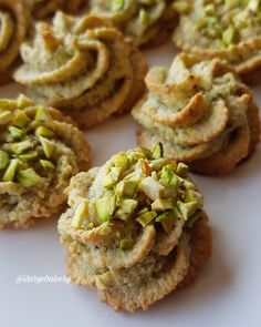 BISCOTTI AL PISTACCHIO Hi, today I propose you these super easy biscuits, very fast and made with only 4 ingredineti😜 They are ✔ gluten free ✔ lactose free ✔ without butter and ✔ without flour but I a Pistachio Biscotti, Pistachio Cookies, Biscotti Cookies, Italian Cookie Recipes, Italian Cookies, Italian Desserts, Chef Recipes, Sweets Recipes, Food To Make