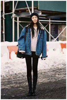 Oversized denim jacket + beanie + combat boots (Vanessa Jackman: New York Fashion Week AW Oversized Denim Jacket Outfit, Jean Jacket Outfits, Denim Jacket Fashion, Jacket Style, Winter Denim Jacket, Jacket Jeans, Style Outfits, Cute Outfits, Fashion Outfits