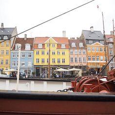 Throwback to our trip to Kopenhagen in January 😍#kobenhavn #kopenhagen #copenhagen #travelblogger #denmark #travelblog #travelgram #breenatravels #colorfulhouses #nyhaven #swisstravelblogger #travellover #nyhavn #swissblogger #beautifuldestinat