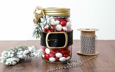 These Santa belt mason jars make great presents and lovely festive decor. You could fill yours with your favourite holiday snacks, foliage or even little notes from Santa himself. Thanks to Little House of Four for this idea!