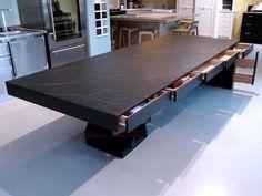Ateliers Malegol, 230 rue St Malo à Rennes - Table de réception tiroirs en bois, dessus en Dekton Kelya  (Design Ateliers Malegol - Mathieu Le Guern)