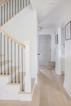 Beautiful Homes of Fixer Upper - Home Bunch Interior Design Ideas Staircase Railings, Staircase Design, Banisters, Dark Staircase, Staircase Remodel, Staircase Makeover, Staircase Ideas, Hallway Ideas, Oak Front Door