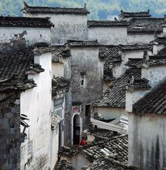 A travel photo of Hongcun and Xidi Village in Huangshan China with its unique Huizhou Architecture China Architecture, Ancient Chinese Architecture, Residential Architecture, Gothic Architecture, Flame In The Mist, Chinese Buildings, Chinese Garden, Ancient China, Ancient Greek