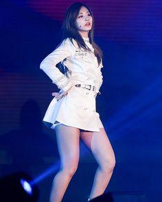 Twice Tzu-Yu Thigh - Bing images Kpop Girl Groups, Kpop Girls, Blake Lovely, Twice Tzuyu, Ulzzang, Female Reference, Beautiful Asian Girls, Beautiful Celebrities, Asian Woman