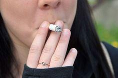 Les jeunes qui sont impulsifs, qui n'obtiennent pas de bons résultats scolaires ou qui consomment régulièrement de l'alcool sont plus susceptibles que les autres de commencer à fumer, démontre une étude réalisée par des chercheurs de l'Université de Montréal.