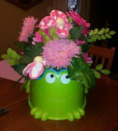 My creative frog potty for baby shower this weekend!