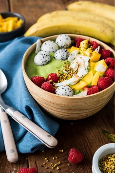Step up your smoothie game with this delicious Green Organic Smoothie Bowl sweetened with Organic Stevia In The Raw®. Blend fresh kale, mango chunks, a banana, an avocado and almond milk together to make this vibrant breakfast treat. Then top off your bowl with fresh fruit, toasted coconut flakes or whatever toppings you love for a great way to start off your morning