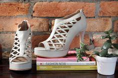 The Day Shoe . Modelo Lia da linha Pret-a-Porter na versão Off White. Sapato de noiva do jeitinho que você sonha... #sapatodenoiva #sapatosobmedida #sapato #saltoalto #shoe #shoes #wedding