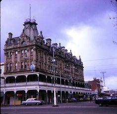 They built 'em big in gold rush days. Australia Living, Australia Travel, Shamrock Hotel, Australian Houses, Terra Australis, Best Pubs, Vacation Memories, Australia Photos, Historic Houses