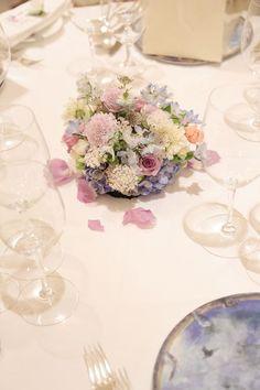 リストランテASO様への夏の装花、メインテーブルには たくさんの紫のバラと青の紫陽花で。 紫は、バラの中でももともと種類が少ないの... Wedding Colors, Wedding Flowers, Table Decorations, Floral Decorations, Glass Vase, Weddings, Home Decor, Flower Decorations, Decoration Home