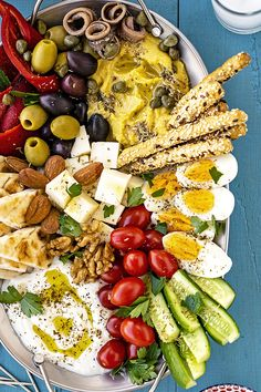 Learn how to make a Greek meze platter and spend a cozy night with your friends eating drinking laughing and having fun Serve with wine ouzo or tsipouro Greek meze mezze platter party mediterranean # Diet Recipes, Vegetarian Recipes, Cooking Recipes, Healthy Recipes, Vegetarian Platter, Meze Recipes, Healthy Food, Healthy Zucchini, Greek Food Recipes