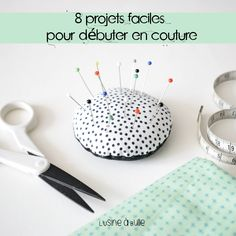 8 easy projects to start in sewing Couture Main, Diy Couture, Couture Sewing, Free Knitting, Knitting Patterns, Sewing Patterns, Formation Couture, Sewing Tutorials, Sewing Projects