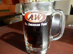 沖縄でしか飲めない A&W の「ルートビア」