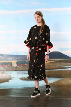Tsumori Chisato Pre-Fall 2016 Collection Photos - Vogue