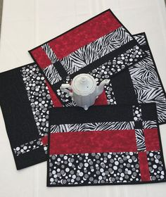 Quilted placemat patterns, Modern placemats, Placemats patterns, Table runner and placemats, White p White Placemats, Table Runner And Placemats, Quilted Table Runners, Placemat Sets, Quilt Placemats, Modern Table Runners, Patchwork Table Runner, Modern Placemats, Toddler Busy Bags