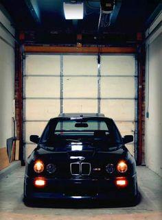 BMW E30 M3 black front stance