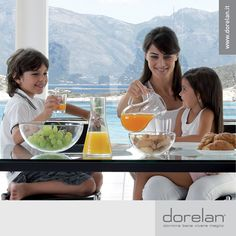 Scegliete alimenti sani, freschi e di stagione!  Portate in tavola per tutta la famiglia le coloratissime verdure e i saporiti frutti estivi, ricchi di nutrienti e fibra, fate pasti leggeri e digeribili, evitando di accendere il forno e, in generale, di preparare piatti eccessivamente elaborati: scoprirete che #mangiarebene migliora la qualità del nostro #riposo.   #dormirebene #viveremeglio #estate #Dorelan