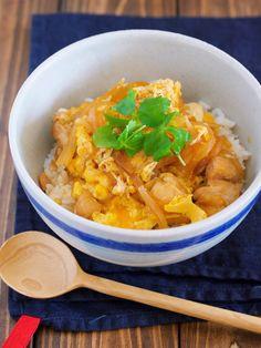 短時間でもしっかりしたコクと味♪『とろとろ親子丼』 by Yuu 「写真がきれい」×「つくりやすい」×「美味しい」お料理と出会えるレシピサイト「Nadia | ナディア」プロの料理を無料で検索。実用的な節約簡単レシピからおもてなしレシピまで。有名レシピブロガーの料理動画も満載!お気に入りのレシピが保存できるSNS。