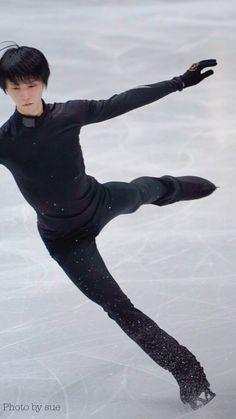 Male Figure Skaters, Hanyu Yuzuru, Yuri On Ice, Ice Skating, Shit Happens, Twitter, Roller Blading, Skating