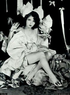Clara Bow: silent movie star I think she is my fave. Old Hollywood Glamour, Golden Age Of Hollywood, Vintage Hollywood, Hollywood Stars, Classic Hollywood, Belle Epoque, Divas, Silent Film Stars, Movie Stars