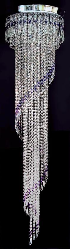Plafon Málaga, com 40cm de diâmetro e 1,50m de altura. Fabricado com cristais transparentes ASFOUR (Egito - 30% PbO) e cristais Blue Violet SWAROVSKI ELEMENTS (Áustria). #plafondecristal #decoração #mundodasluminarias